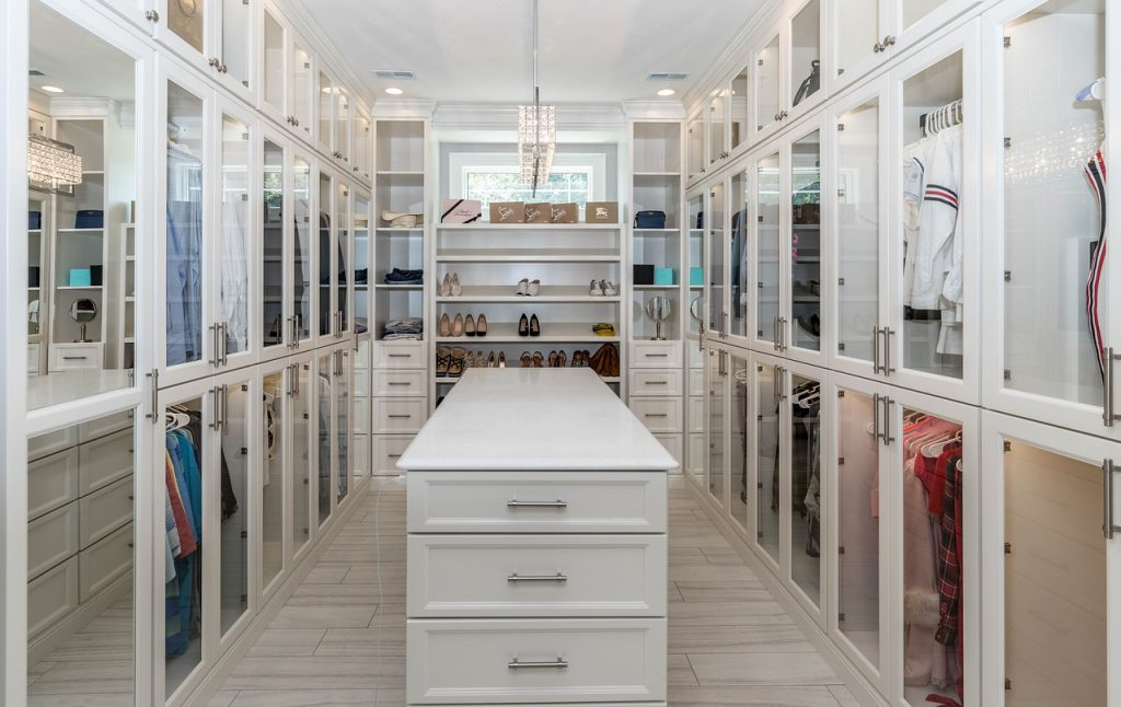 What is a Good Size for a Walk-in Closet?