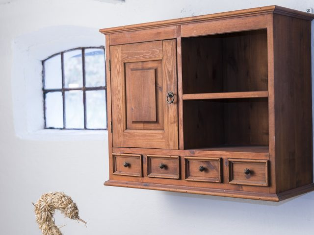 What are the Differences Between Closets and Cabinets?